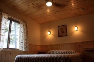 cabin-4_bedroom2